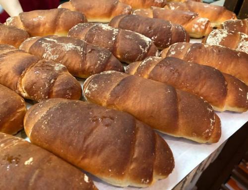 ケーキ屋さんが作る「塩バターロールパン」が焼き上がります