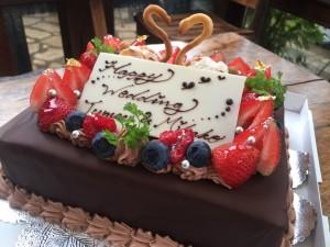 チョコレートのケーキにスワンを・・・