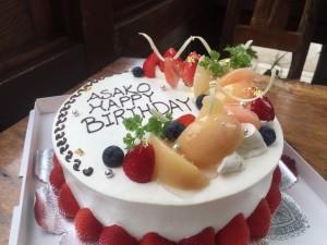 桃と苺で作った特注ケーキ